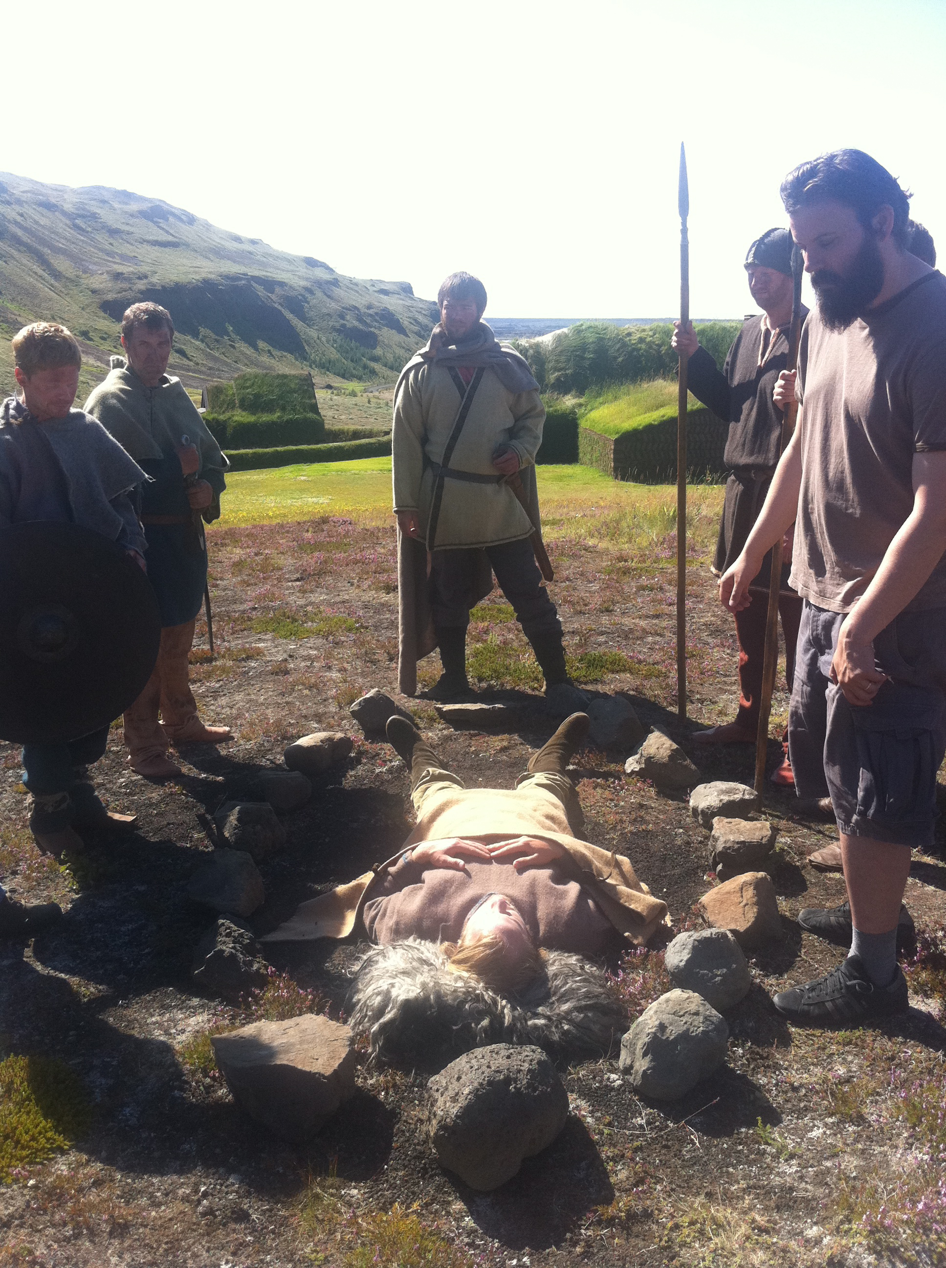 Raggi leikstjóri að fara yfir málin
